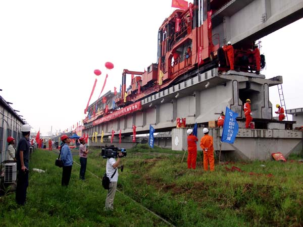 梁及桥面系湿接缝专项施工方案及大坡道架梁安全措施